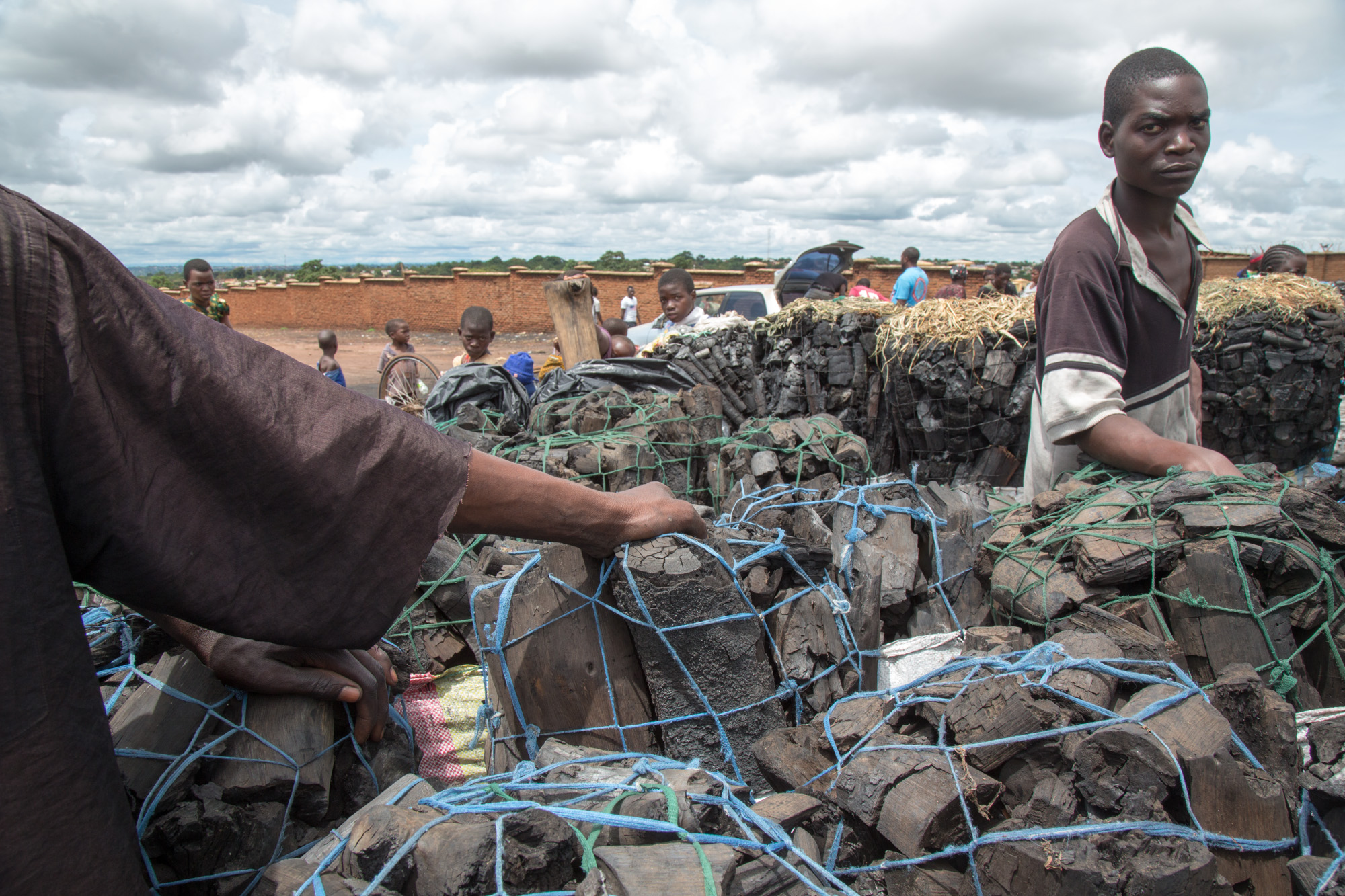 On the Mgona charcoal market in Lilongwe